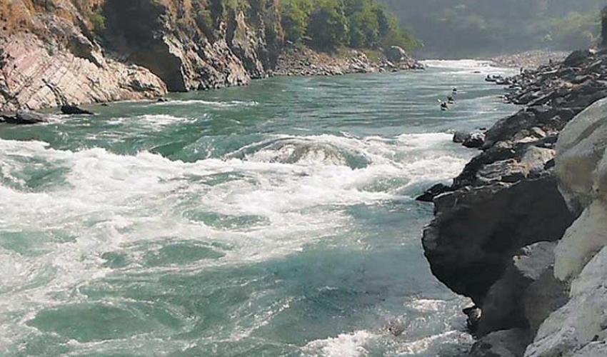 सेती नदीमा हाम फाल्दा पूर्व प्रहरी बेपत्ता