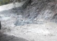 नारुगौडामा बाढी आएपछि बझाङ जोड्ने जयपृथ्वी राजमार्ग अवरुद्ध