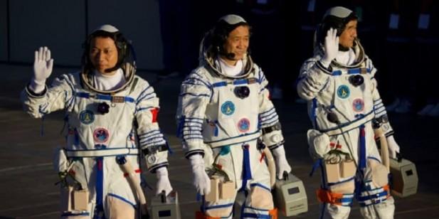 चीनले नयाँ अन्तरिक्ष स्टेशनमा बस्ने गरी तीन अन्तरिक्ष यात्री पठायो